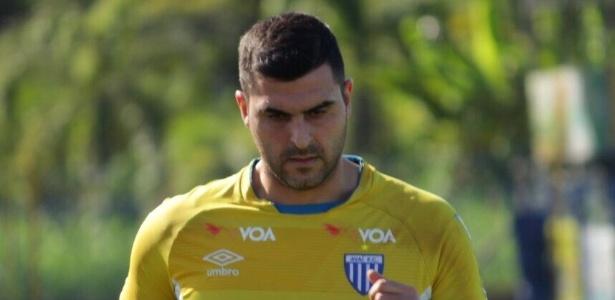 Goleiro Rubinho treina pelo seu novo clube, o Avaí