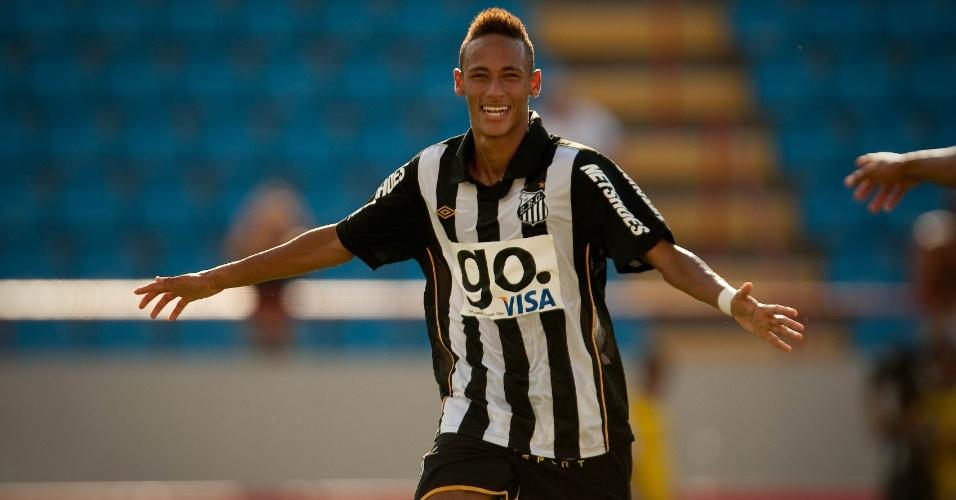 Atacante Neymar comemora gol marcado durante a vitória do Santos por 2 a 1 sobre o São Paulo, na Arena Barueri, em Barueri , em fevereiro de 2010