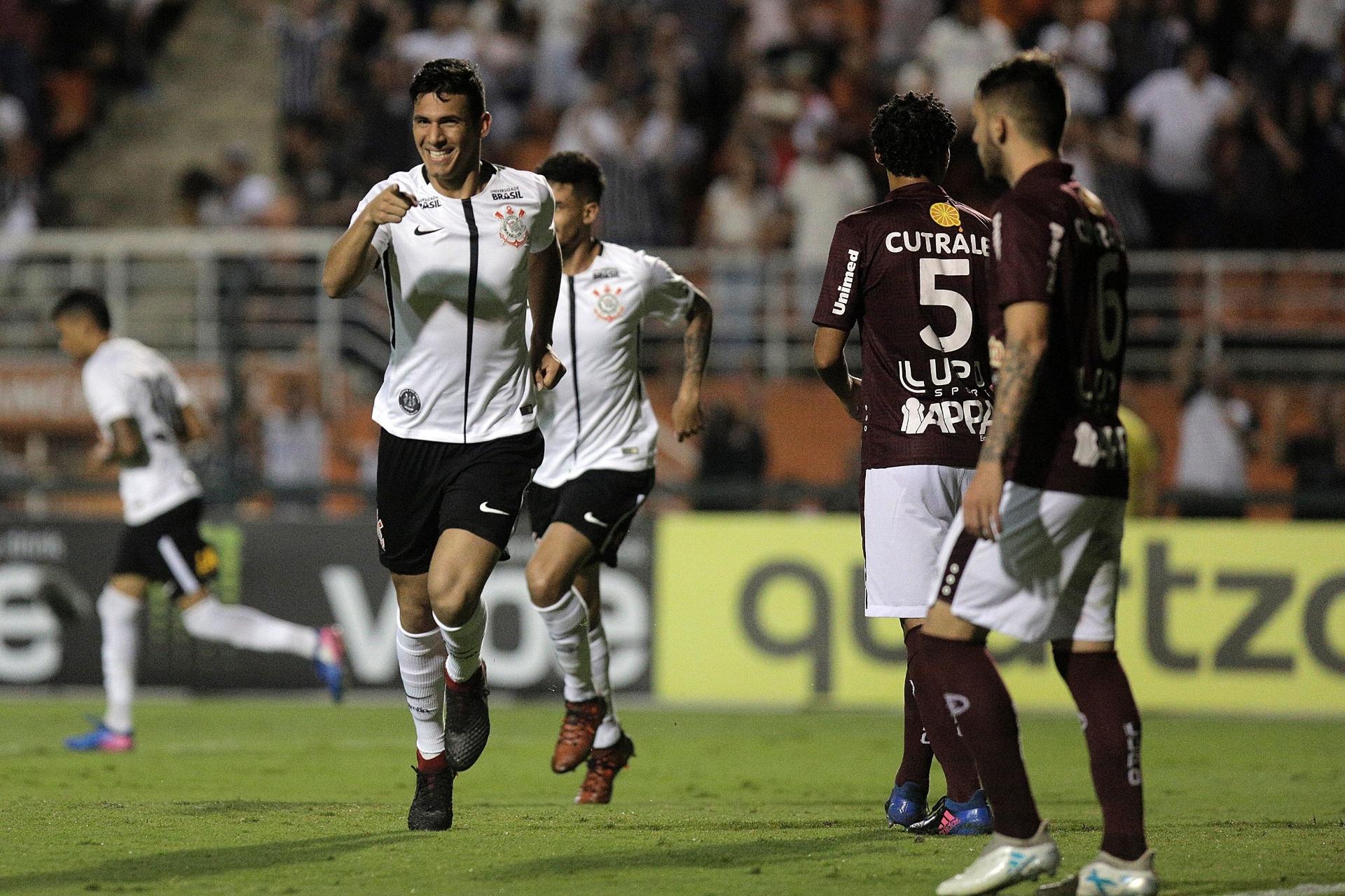Corinthians vira sobre a Ferroviária e vence a 2ª seguida antes de clássico  - 24 01 2018 - UOL Esporte 73ac4ca513