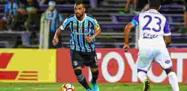 Maicon recupera vaga no Grêmio com futebol 3edbe29f1d9fa