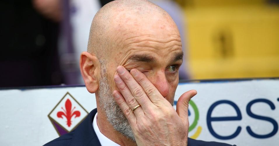 Técnico da Fiorentina, Stefano Pioli se emocionou durante minuto de silêncio