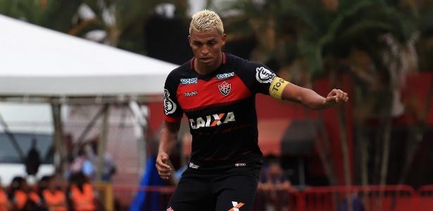 Vitória, de Aderllan, levou três gols do Palmeiras no último domingo