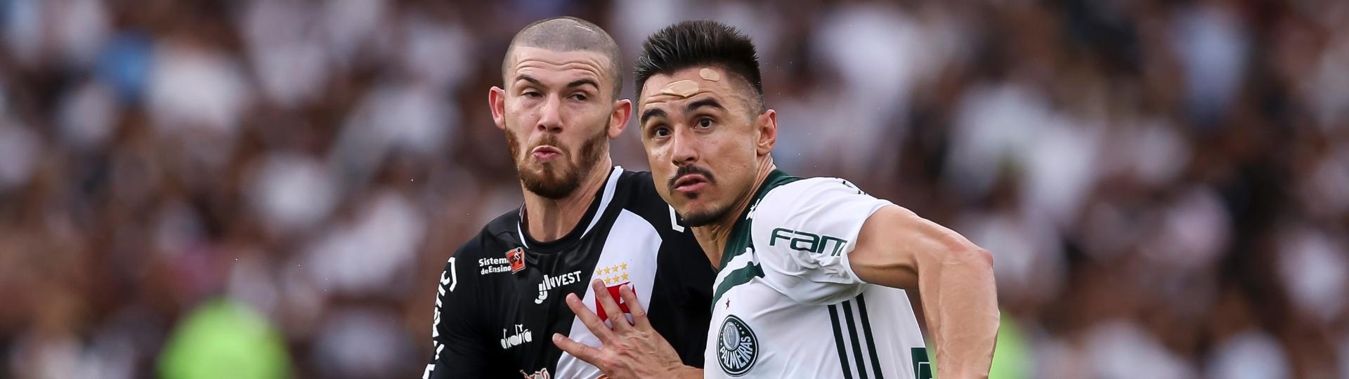 Willian disputa bola durante Vasco x Palmeiras