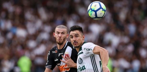 Willian se machucou ao dar a assistência para o gol do título, marcado por Deyverson - Bruna Prado/Getty Images