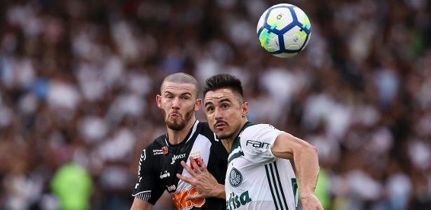 Willian disputa bola durante Vasco x Palmeiras - Bruna Prado/Getty Images