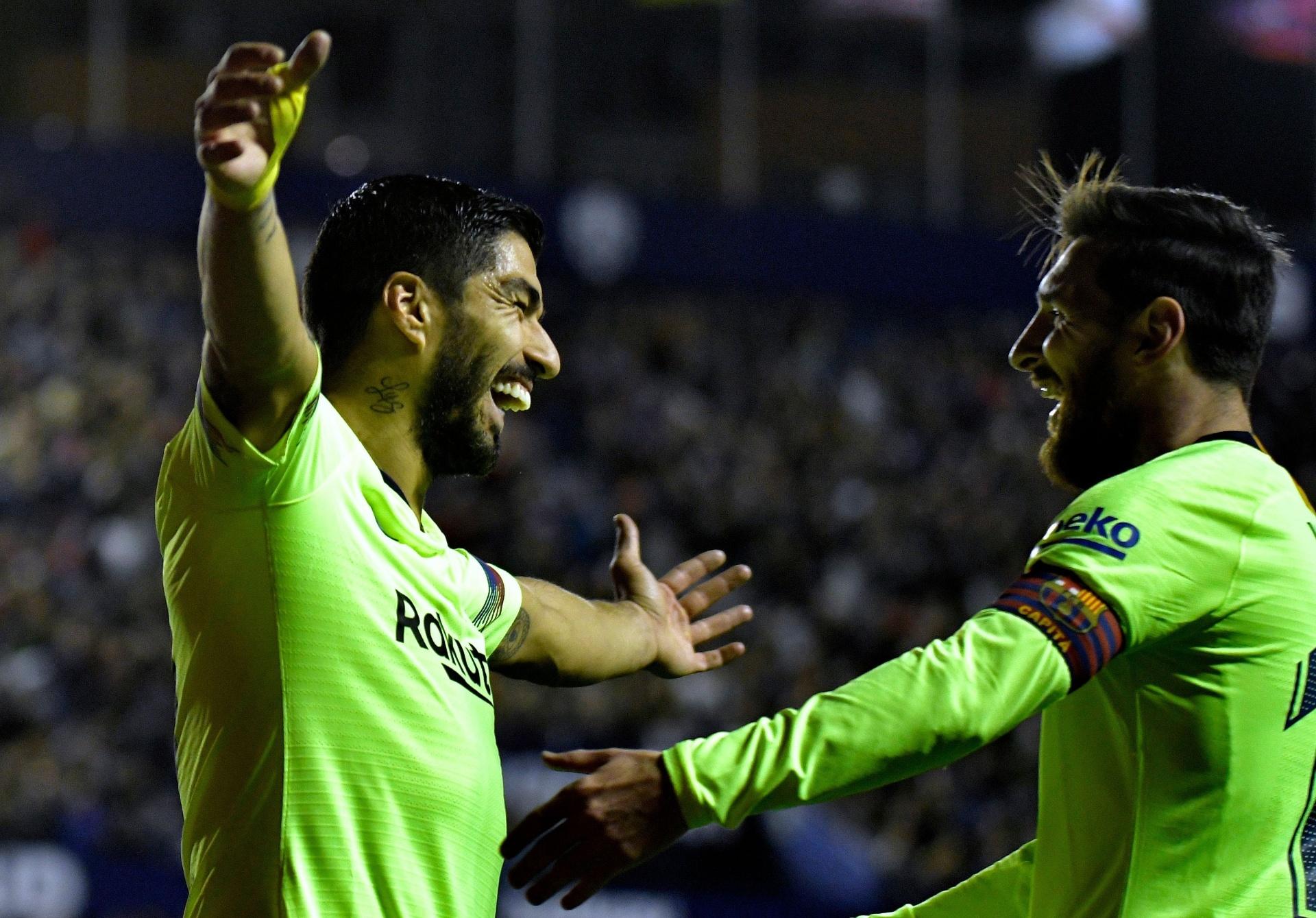 1148c8f96c Com três gols e show de Messi