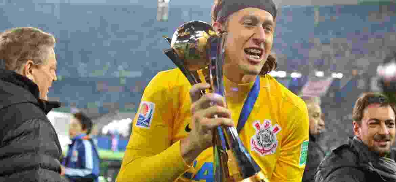 Cássio troféu Mundial 2012 - Kazuhiro Nogi/AFP