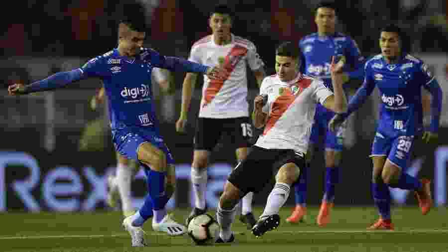 Equipe mineira passou sufoco em Buenos Aires, mas conseguiu sair do Monumental de Núñez com o empate sem gols - JUAN MABROMATA / AFP