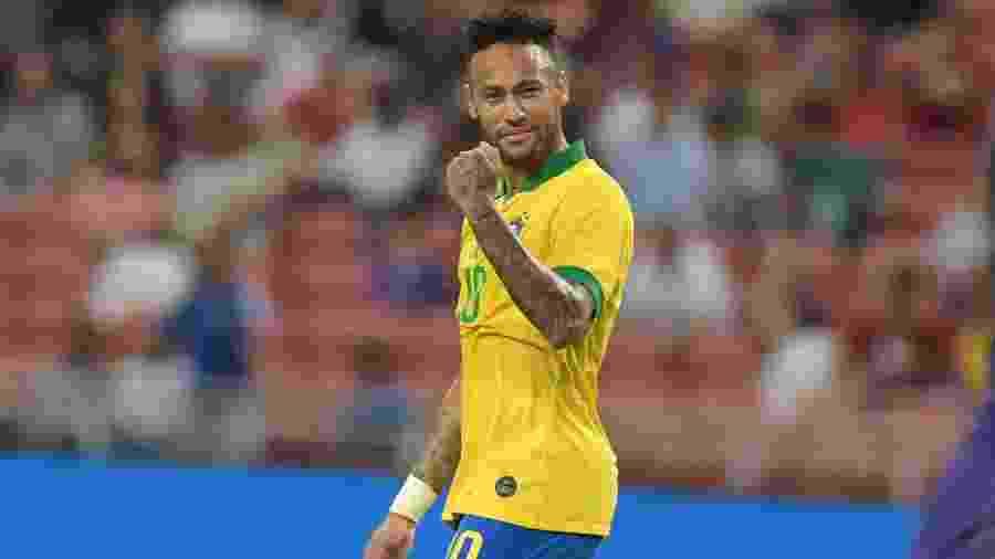 Neymar comemora durante partida da seleção brasileira contra Senegal. Brasil deve voltar a jogar em outubro, se a Covid deixar - Roslan RAHMAN / AFP