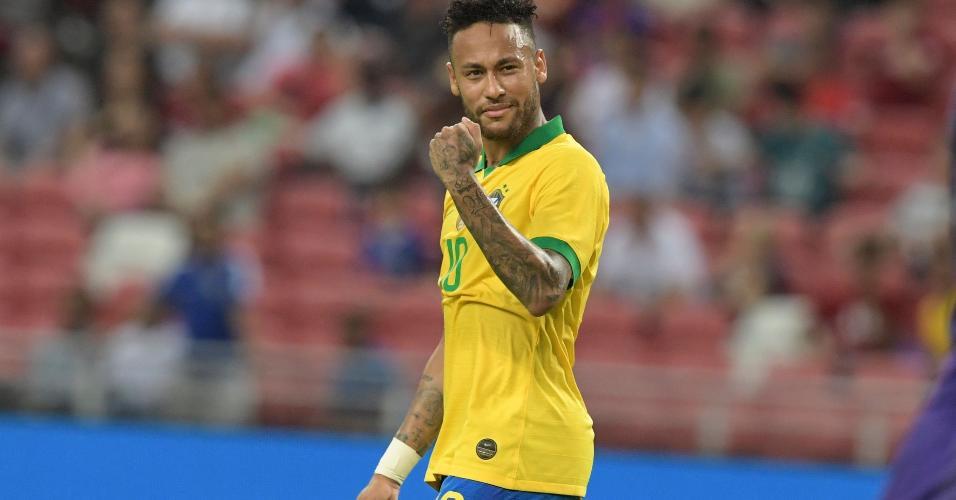 Neymar comemora durante jogo da seleção brasileira contra Senegal