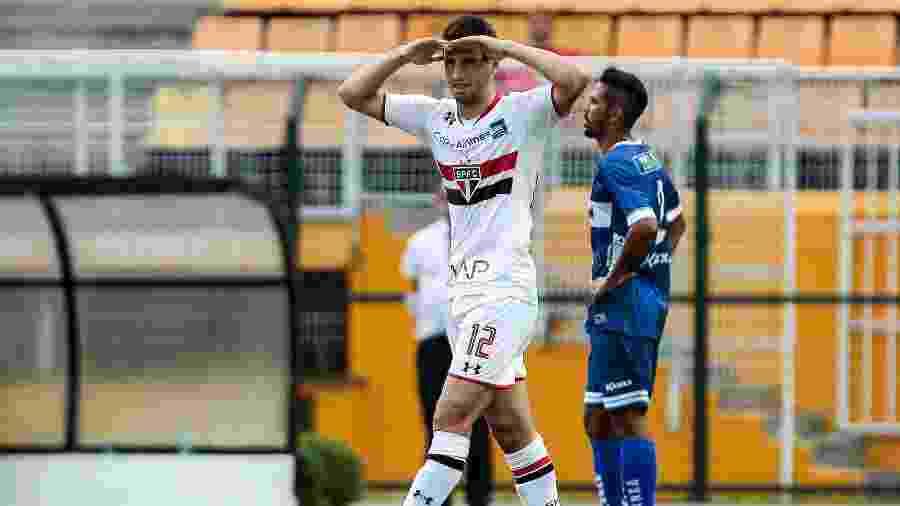 O atacante argentino Jonathan Calleri marcou dois gols no primeiro jogo da história entre São Paulo e Água Santa - Ale Cabral/AGIF