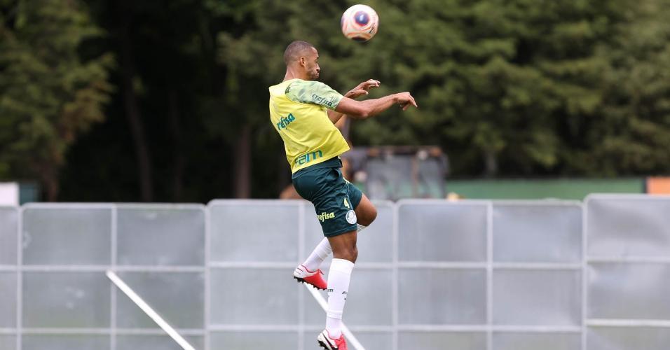 Vitor Hugo deve retornar aos relacionados do Palmeiras para o jogo contra o Mirassol