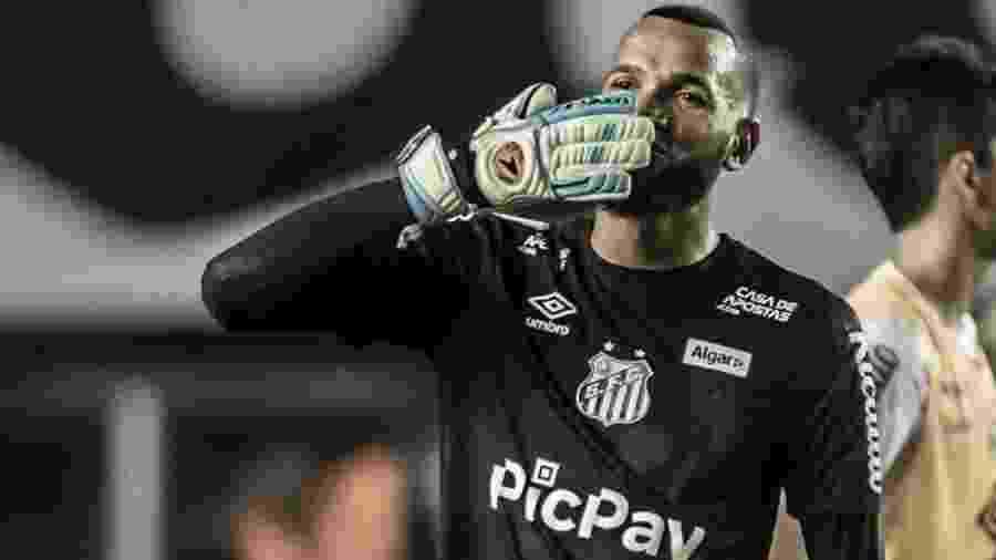 Everson com a camisa do Santos - Ivan Storti/Santos FC