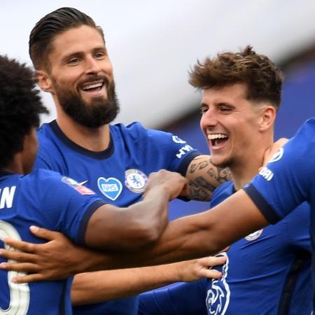 Jogadores do Chelsea comemoram o gol de Mason Mount contra o Manchester United pelas semifinais da Copa da Inglaterra - Andy Rain/Pool/AFP