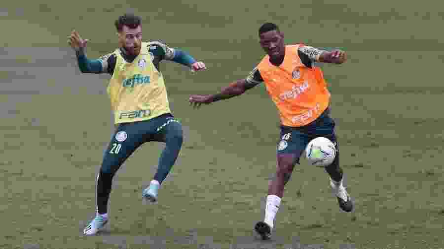 Lucas Lima e Patrick de Paula em ação em treino do Palmeiras - Cesar Greco/Palmeiras
