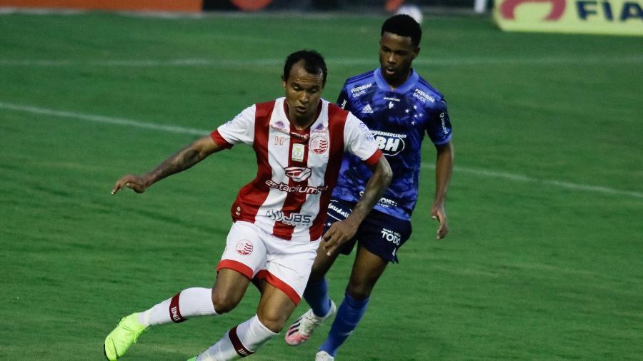 Raposa empatou no final do jogo, mas não teve mais forças para a virada - Rafael Vieira/AGIF