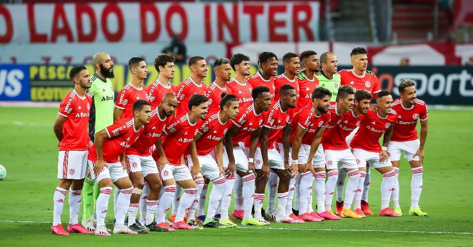 Jogadores do Internacional posados para foto antes de partida decisiva