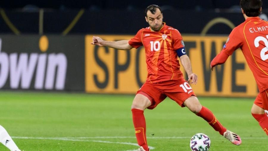 Goran Pandev fez o primeiro gol da Macedônia na vitória sobre a Alemanha - Alex Gottschalk/DeFodi Images via Getty Images