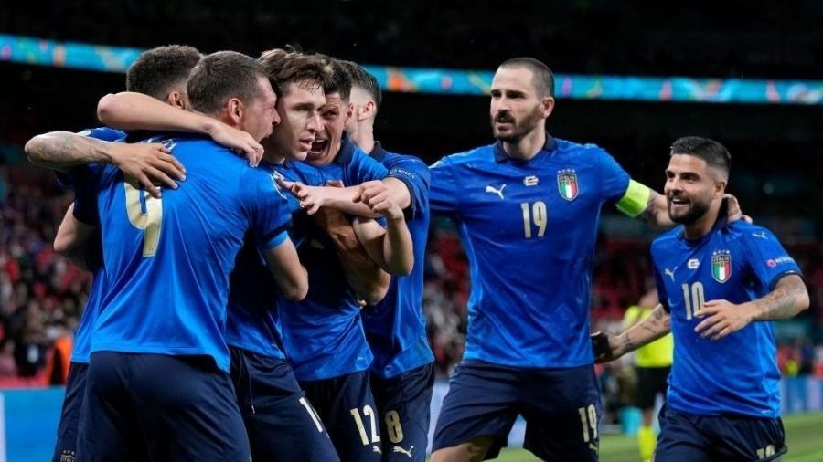 Jogadores da Itália comemoram gol contra a Áustria, pelas oitavas de final da Eurocopa - POOL/AFP via Getty Images