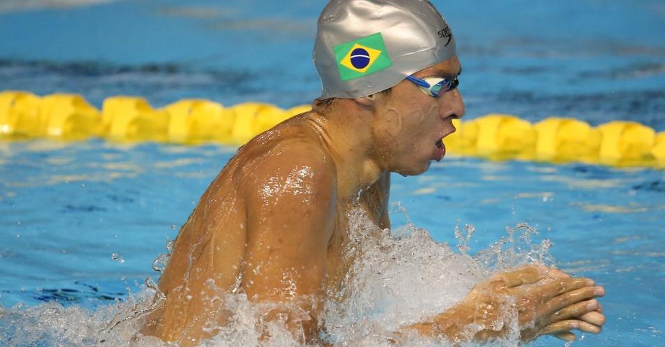 Brandonn Almeida cai na água na bateria eliminatória dos 400m medley masculino