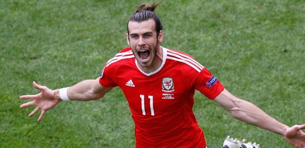 Gareth Bale comemora gol de País de Gales contra a Eslováquia