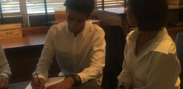 Filho de José Mourinho assina com o Fulham
