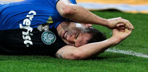 Moisés se machucou ainda no primeiro tempo da partida contra o Botafogo