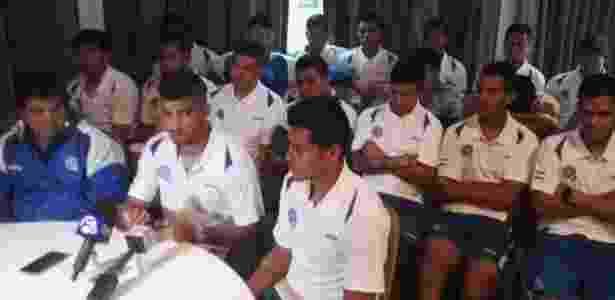 Jogadores da seleção de El Salvador informam à imprensa o recebimento de oferta - Divulgação