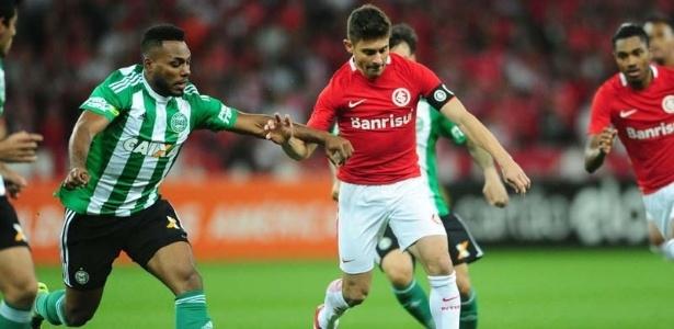 Um dos lances contestados pelo Coritiba aconteceu no jogo contra o Inter
