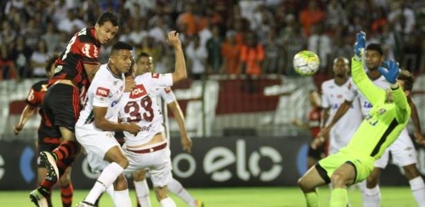 Flamengo venceu Fluminense por 2 a 1 em jogo que teve resultado suspenso