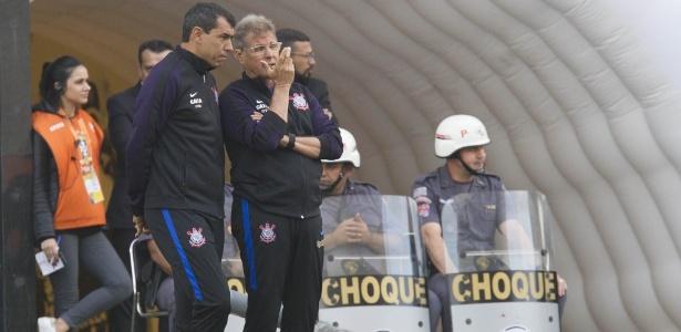 Oswaldo de Oliveira conversa com Fábio Carille, fiel escudeiro do novo técnico