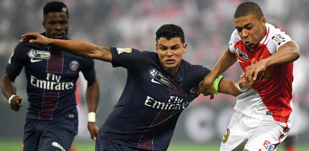 Thiago Silva marca Mbappé na final da Copa da Liga Francesa, em 1º de abril