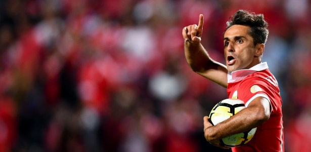 Jonas comemora gol pelo Benfica