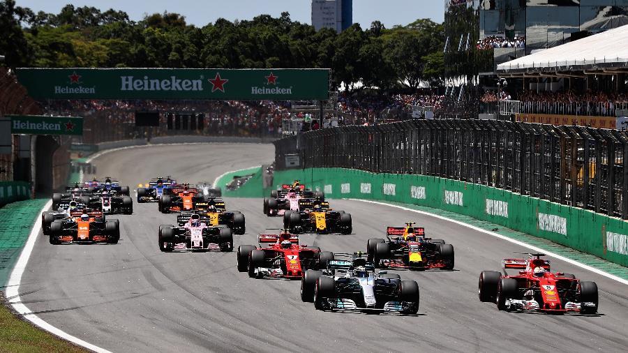 Vettel tomou de Bottas a liderança do GP do Brasil logo na largada - Mark Thompson/Getty Images