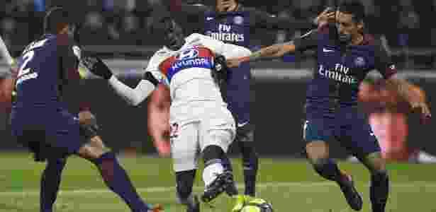 Thiago Silva e Marquinhos em ação pelo PSG contra o Lyon - AFP - AFP