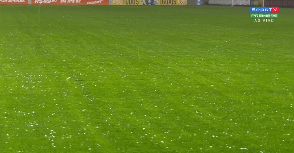 Chuva de granizo interrompe jogo entre Atlético-MG e Internacional