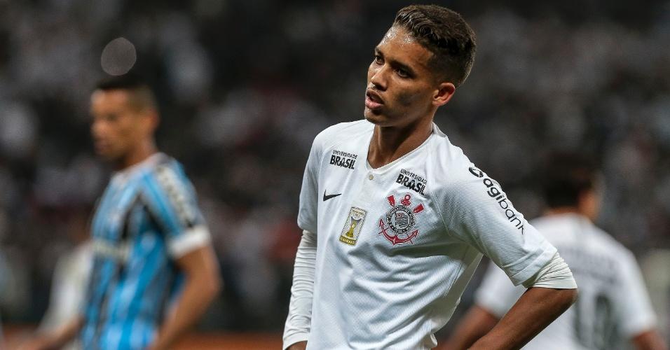 O atacante Pedrinho em lance da partida entre Corinthians e Grêmio
