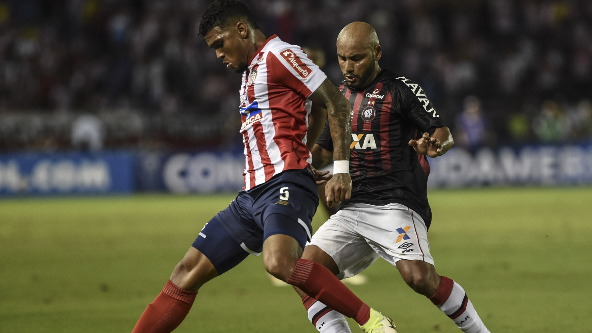 Jonathan, durante partida entre Junior de Barranquilla e Atlético-PR