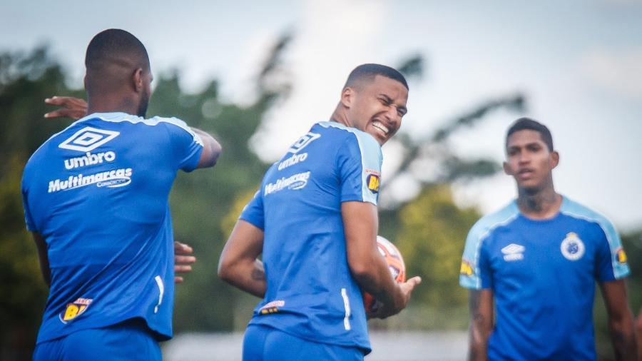 Sem Dedé, Murilo deverá formar a zaga ao lado de Léo na estreia da Libertadores - Vinnicius Silva/Cruzeiro