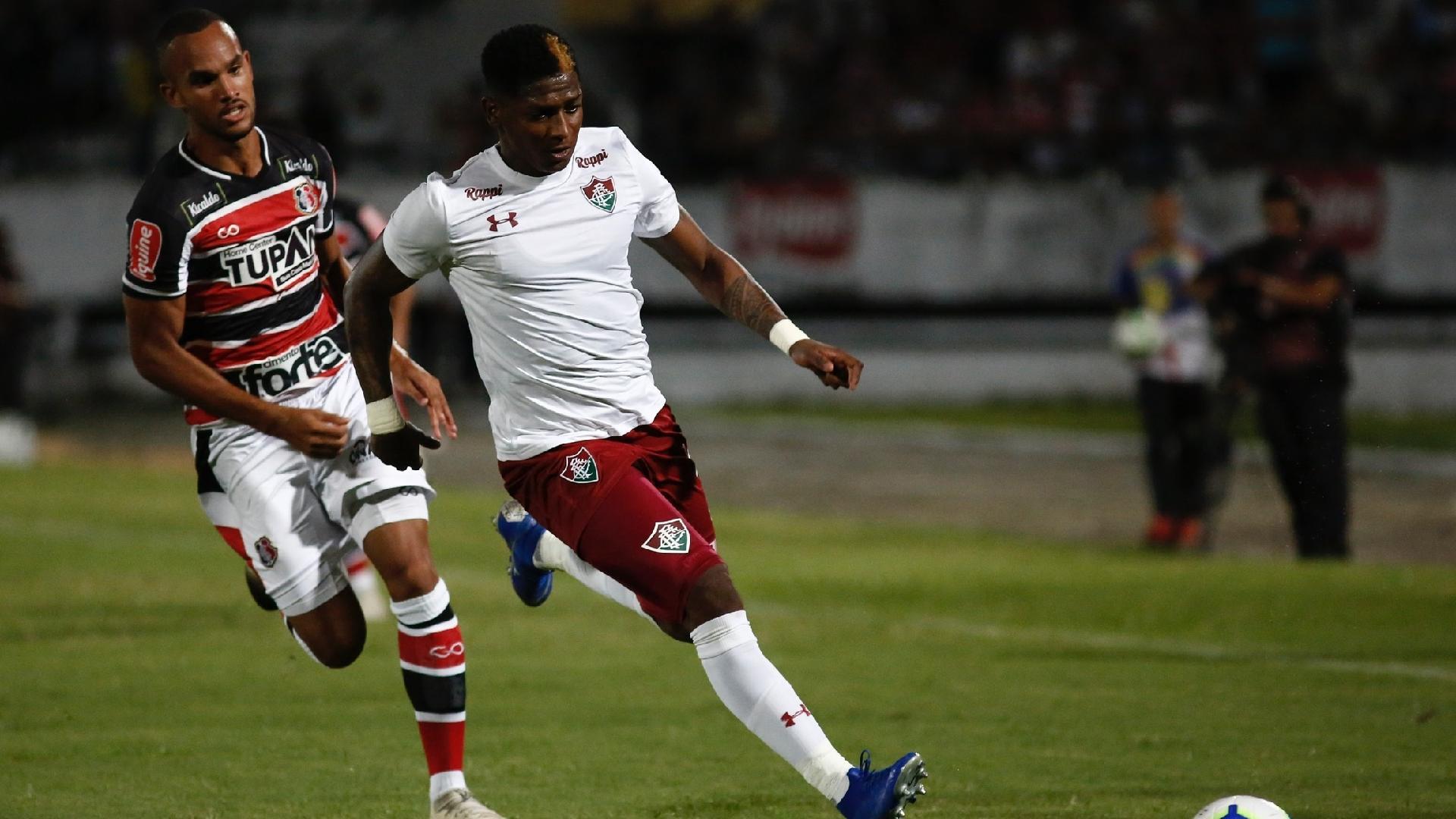 Yony González, durante partida entre Fluminense e Santa Cruz