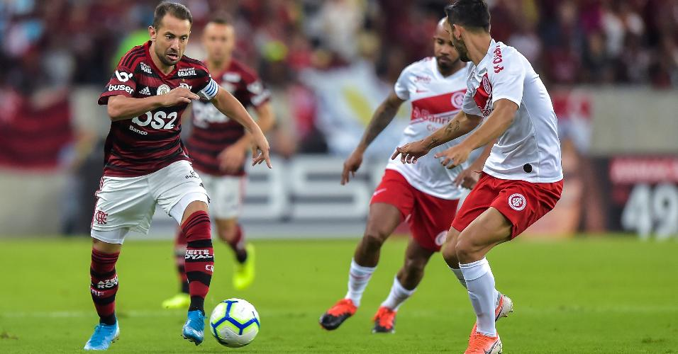 Everton Ribeiro, durante partida entre Flamengo e Internacional