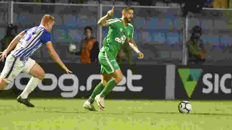 Everaldo durante partida entre Chapecoense e Avaí - Pierre Rosa/AGIF