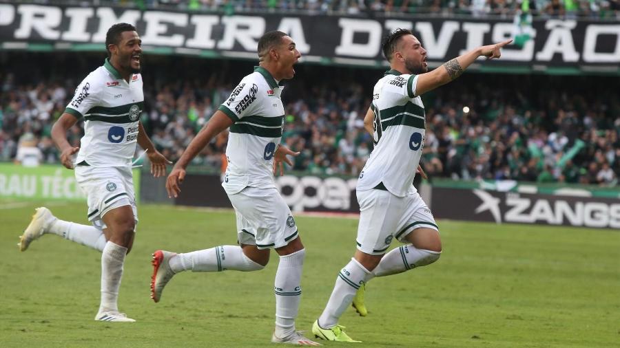 Coritiba comemora gol sobre o Bragantino pela Série B - Divulgação/Coritiba Foot Ball Clube