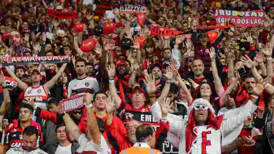 Torcida do Flamengo canta antes da final do Mundial de Clubes, contra o Liverpool - KARIM JAAFAR / AFP