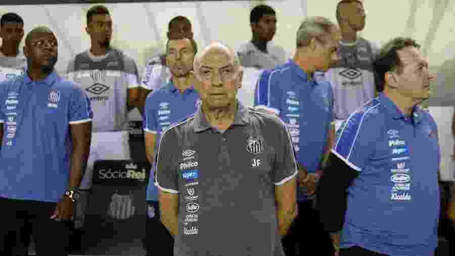 Técnico Jesualdo Ferreira comanda o Santos durante partida contra o Red Bull Bragantino pelo Paulistão 2020 - Fernanda Luz/AGIF