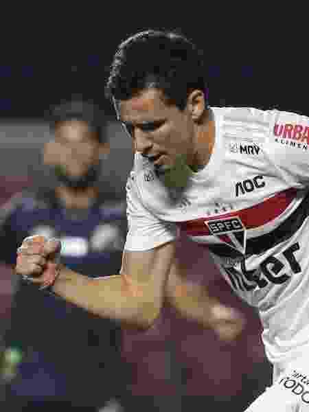 Pablo comemora um dos gols que fez contra o Santos na vitória do São Paulo - Rubens Chiri/São Paulo