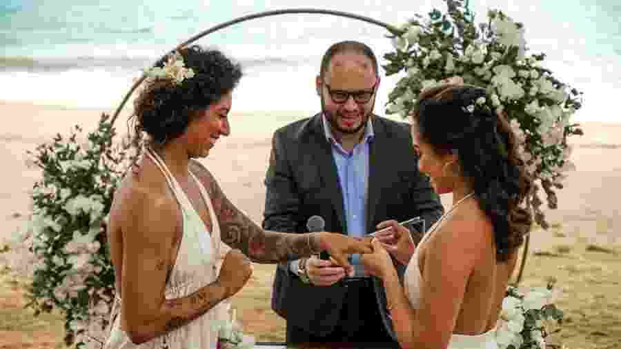 Casamento praiano da atacante do Santos e da seleção brasileira Cristiane rende álbum e elogios - Reprodução/Instagram @leonardotucci.fotografia