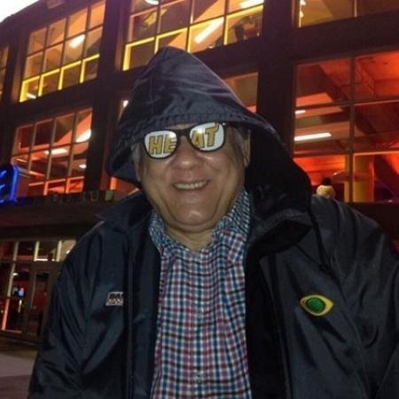 Milton Neves em frente à American Airlines Arena, em Miami - Arquivo pessoal/Milton Neves