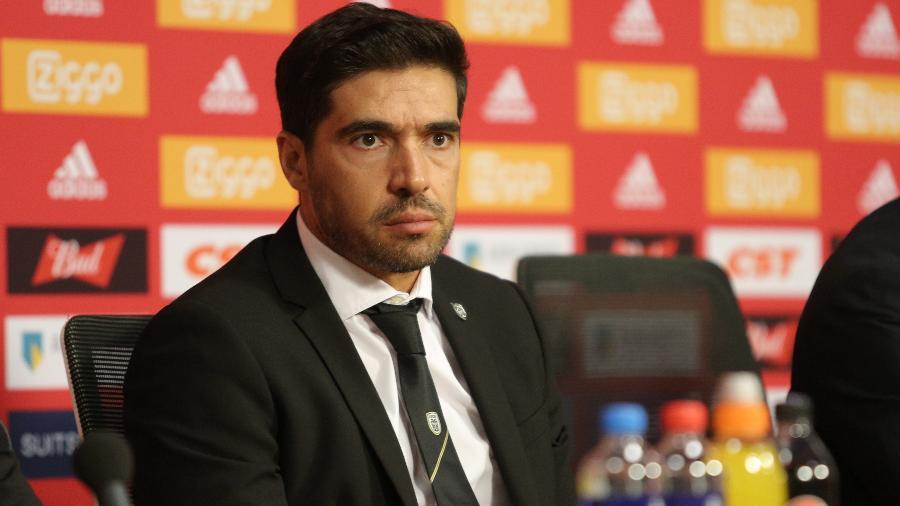 Abel Ferreira, novo técnico do Palmeiras, durante entrevista após jogo do Paok (Grécia), seu ex-clube - NurPhoto/Getty Images