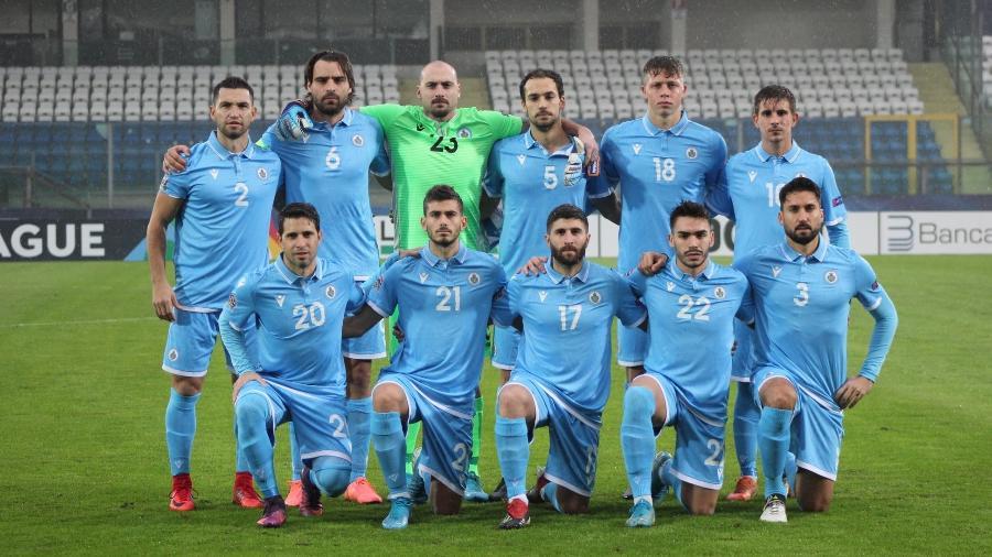 Seleção de San Marino, a pior do mundo na atualidade, posa para foto antes de enfrentar Gibraltar - Divulgação